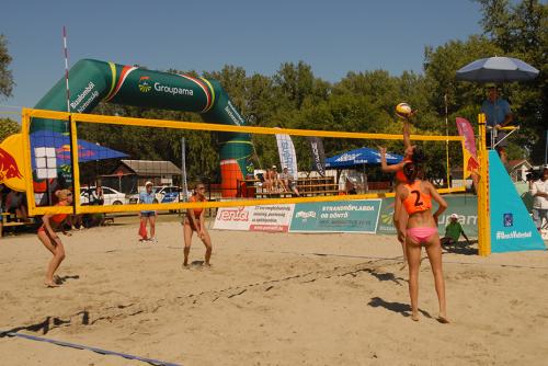 Országos strandröplabda döntő a Lupa-tónál