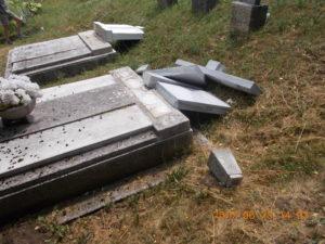 Több mint tíz sírt rongáltak meg a szerb temetőben